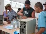 Gilberto, Jonas e Antônio desmontando os PCs AT