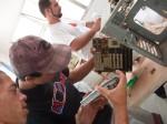 Gilberto e Felipe desmontando PCs AT