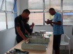 Renan, Kelly e Jonathas desmontando um PC vivo