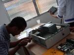 Antônio desmontando um PC vivo