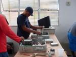 Jorge e Ivo desmontando PCs vivos